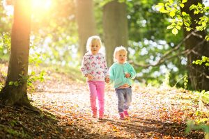 two-girls-sisters-autumn-family-portraits